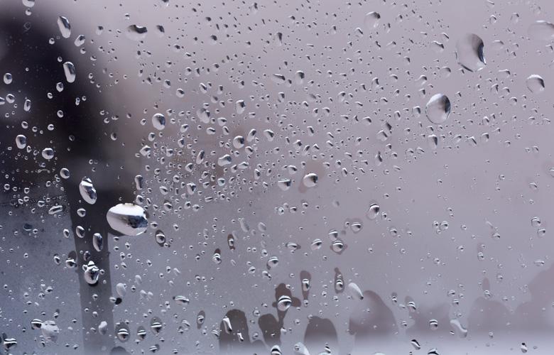 その結露危険!フロントガラスが曇る原因とその対処法は?   りゅ~く.net