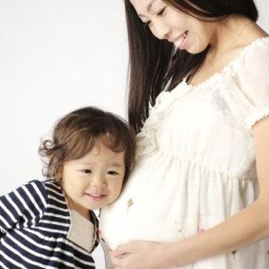【妊娠で髪の毛が抜ける!?】3つの原因と対策を解説